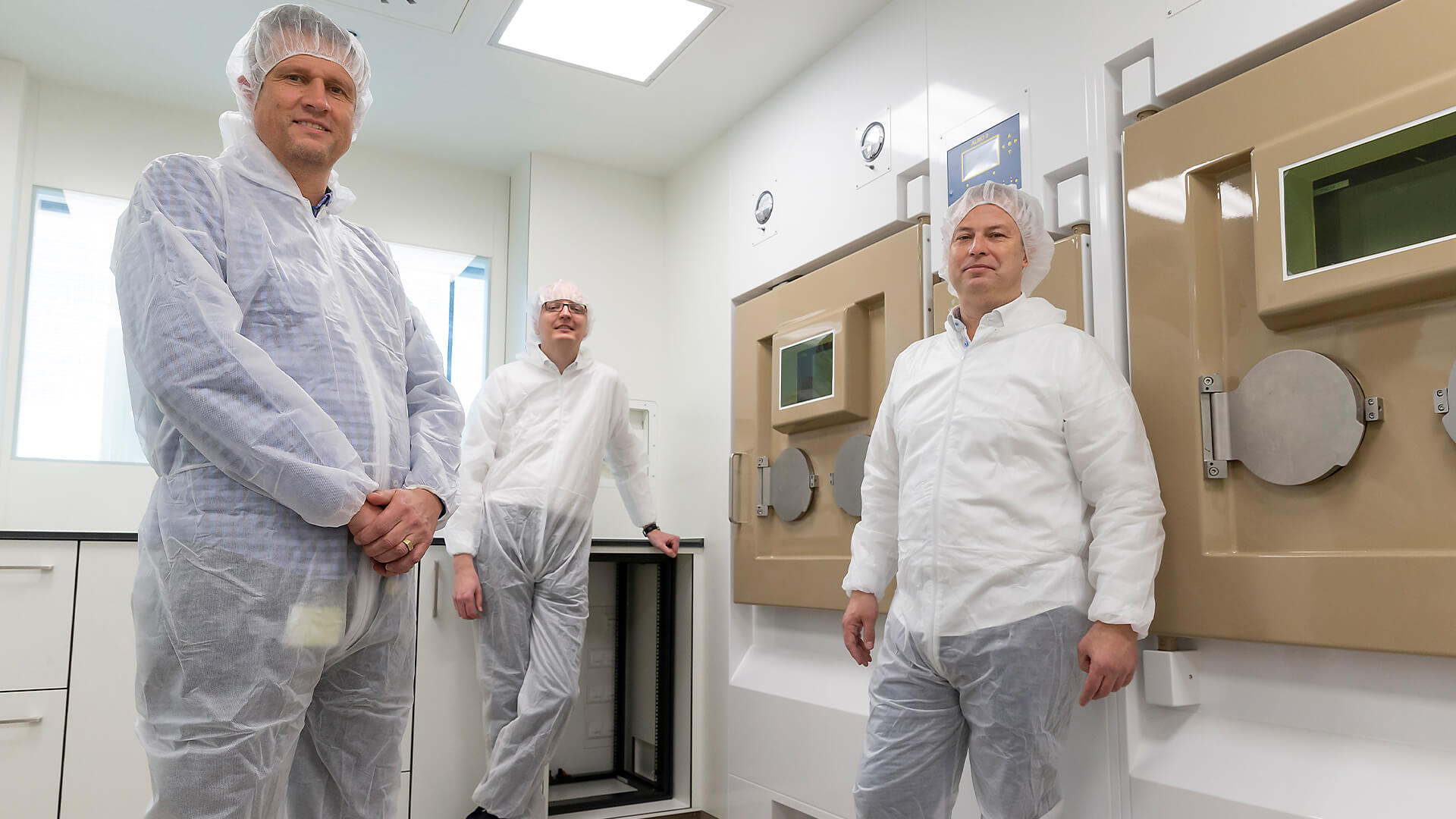 In one of the six hot cell suites, from left to right: Robert Schuit, Alex Duiker and Bert Windhorst.